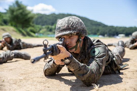 훈련 임하는 `두번째 군생활` 남고희 일병